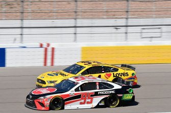 Christopher Bell, Leavine Family Racing, Toyota Camry Rheem-RTP, Michael McDowell, Front Row Motorsports, Ford Mustang Love's Travel Stops