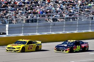 Joey Logano, Team Penske, Ford Mustang Pennzoil and William Byron, Hendrick Motorsports, Chevrolet Camaro Axalta