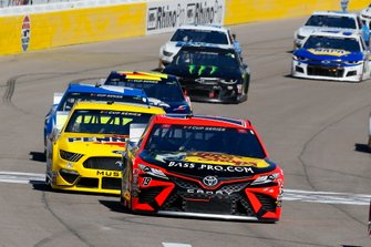 Martin Truex Jr., Joe Gibbs Racing, Toyota Camry Bass Pro Shops, Ryan Blaney, Team Penske, Ford Mustang Menards/Pennzoil