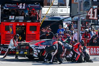 Cole Custer, Stewart-Haas Racing, Ford Mustang Production Alliance Group/Haas pit stop