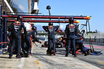 Max Verstappen, Red Bull Racing RB16, fa un pit stop