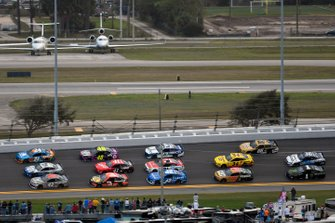 Three-Wide-Racing in Daytona