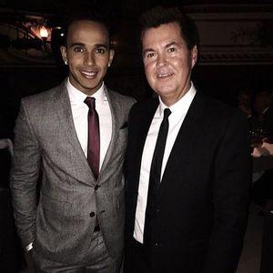 Lewis Hamilton y Simon Fuller