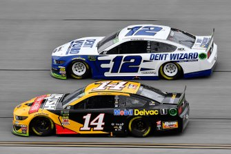 Clint Bowyer, Stewart-Haas Racing, Ford Mustang Rush / Mobil Delvac 1 and Ryan Blaney, Team Penske, Ford Mustang Dent Wizard