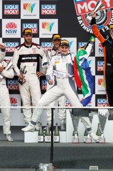 Подиум: гонщик Bentley Team M-Sport Джордан Пеппер