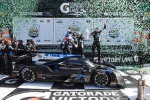 Ganadores #10 Wayne Taylor Racing Cadillac DPi-V.R. Cadillac DPi, DPi: Renger Van Der Zande, Ryan Briscoe, Scott Dixon, Kamui Kobayashi