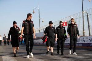 Brendon Hartley, Dragon Racing, Penske EV-4, Nico Müller, Dragon Racing, Penske EV-4 on their trackwalk