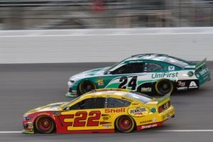 Joey Logano, Team Penske, Ford Mustang Shell Pennzoil, William Byron, Hendrick Motorsports, Chevrolet Camaro UniFirst