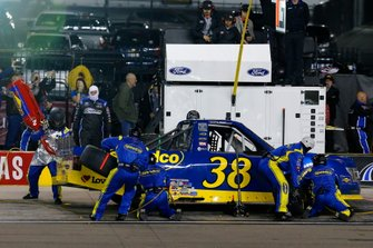 Todd Gilliland, Front Row Motorsports, Ford F-150 Black's Tire pit stop
