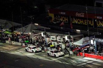#911 Porsche GT Team Porsche 911 RSR - 19, GTLM: Matt Campbell, Nick Tandy, Frederic Makowiecki, #912 Porsche GT Team Porsche 911 RSR - 19, GTLM: Laurens Vanthoor, Earl Bamber, Mathieu Jaminet, pit stop