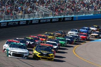 Chase Elliott, Hendrick Motorsports, Chevrolet Camaro Unifirst Brad Keselowski, Team Penske, Ford Mustang Alliance Parts
