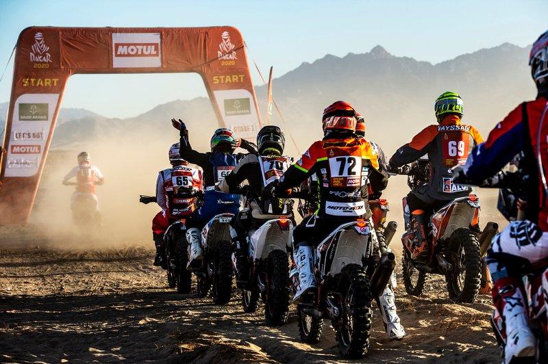 Inicio del Rally Dakar #61 Yamaha: Anthony Boursaud, #65 Yamaha: Guillaume Chollet, #66 KTM: Abdullah Al Shatti, #70 KTM: Mishal Alghuneim, #72 KTM: Philippe Gendron, #69 KTM: Florent Vayssade