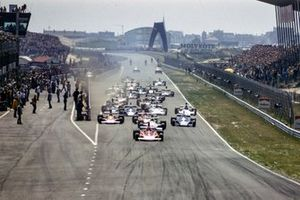 Start action, Niki Lauda, Ferrari 312B3 leads