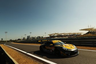 Эджидио Перфетти, Маттео Кайроли и Давид Хейнемейер Ханссон, Team Project 1, Porsche 911 RSR (№56)