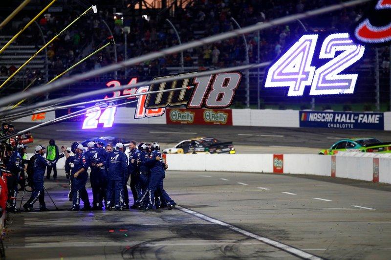 Martin Truex Jr., Joe Gibbs Racing, Toyota Camry Auto Owners Insurance crew celebrates