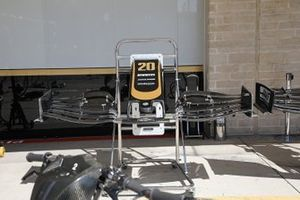 Haas F1 Team VF-19, front wing