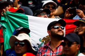 Fans with a Mexican flag