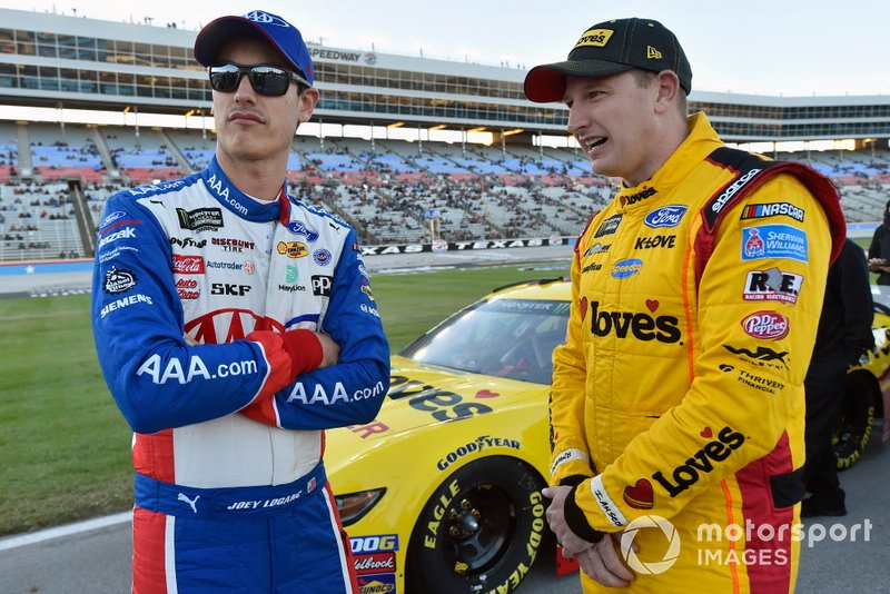 Joey Logano, Team Penske, Ford Mustang AAA Insurance and Michael McDowell, Front Row Motorsports, Ford Mustang Love's Travel Stops