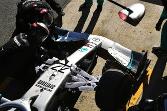 Mechanics make adjustments to Valtteri Bottas' Mercedes F1 W11