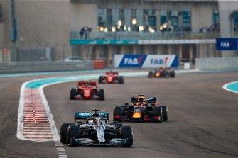 Lewis Hamilton, Mercedes AMG F1 W10, Max Verstappen, Red Bull Racing RB15 en Charles Leclerc, Ferrari SF90