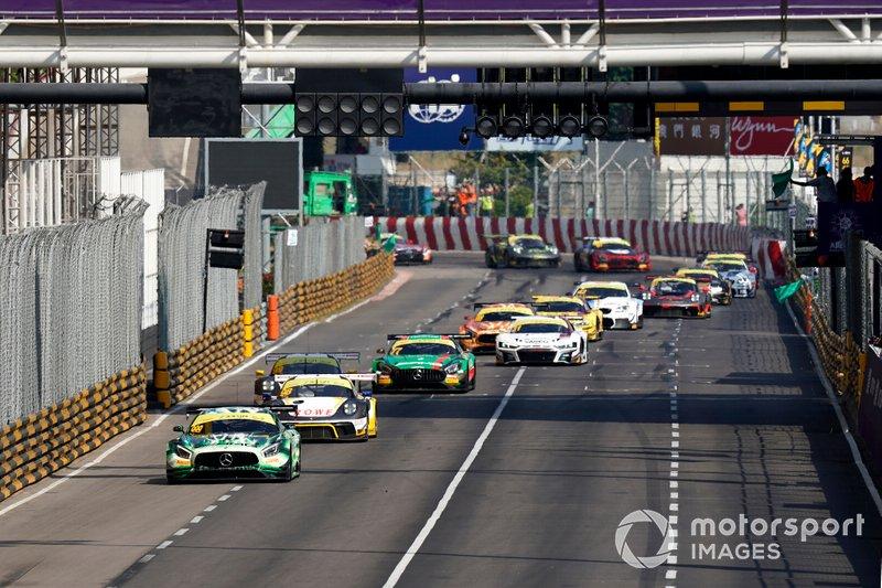 Restart, #999 Mercedes-AMG Team GruppeM Racing Mercedes AMG GT3: Raffaele Marciello leads