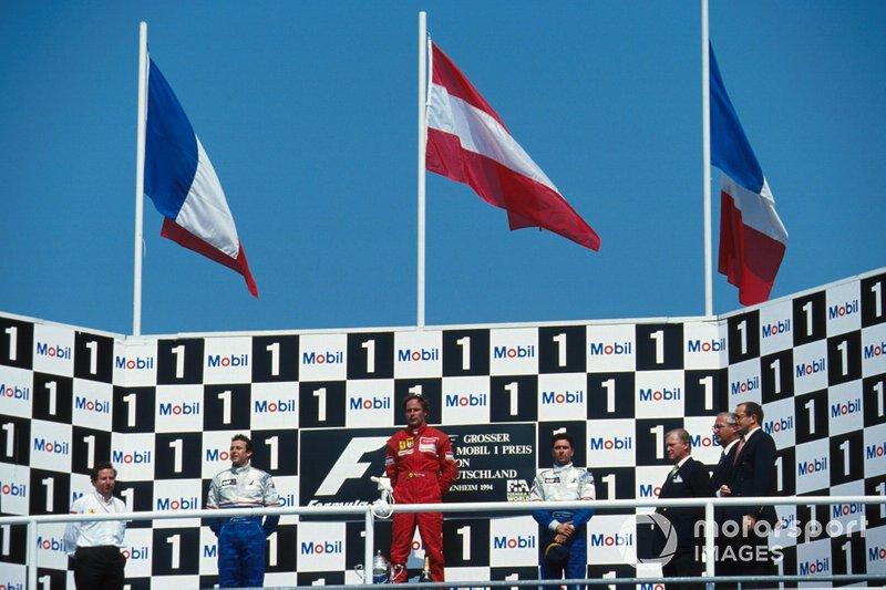 Подиум: победитель Герхард Бергер, Ferrari, второе место – Оливье Панис, третье место – Эрик Бернар, Ligier