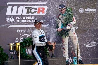 Podium: Winnaar Andy Priaulx, Cyan Performance Lynk & Co 03 TCR, derde Jean-Karl Vernay, Leopard Racing Team Audi Sport Audi RS 3 LMS