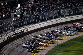 Riley Herbst, Kyle Busch Motorsports, Toyota Tundra Mobil 1, Brett Moffitt, GMS Racing, Chevrolet Silverado CMRroofing.com