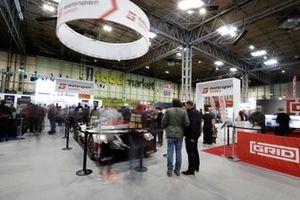 Vista general de los aficionados en el stand de Motorsport Games
