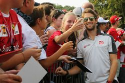 Romain Grosjean, Haas F1 Team with fans