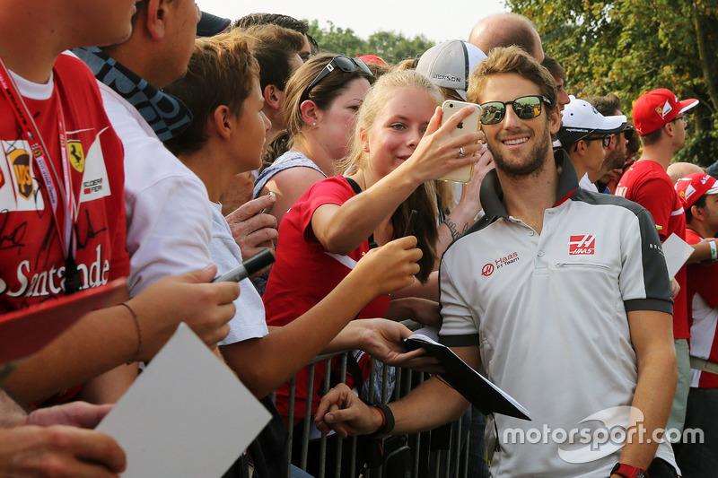 Romain Grosjean, Haas F1 Team with fans