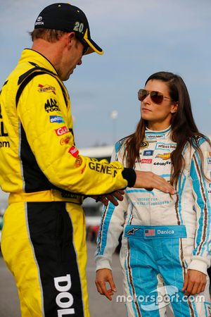 Matt Kenseth, Joe Gibbs Racing Toyota, Danica Patrick, Stewart-Haas Racing Chevrolet
