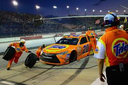 Matt Kenseth, Joe Gibbs Racing Toyota, pit action