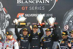Yarış galibi #84 HTP Motorsport, Mercedes-AMG GT3: Maximilian Buhk, Dominik Baumann, Jazeman Jaafar