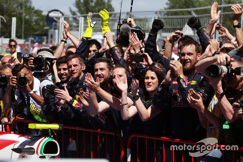 Red Bull Racing celebran victoria de Max Verstappen, Red Bull Racing en parc ferme