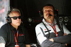 Джин Хаас, президент Haas Automotion и Гюнтер Штайнер, руководитель Haas F1 Team