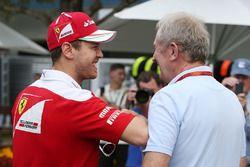 Себастьян Феттель, Ferrari with и доктор Хельмут Марко, консультант Red Bull Motorsport