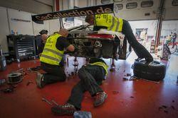 Mecánicos trabajando