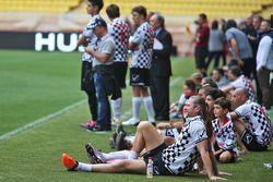 Hayır kurumlarına destek için yapılan futbol maçı