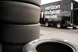 Firestone-Reifen und IndyCar-Transporter