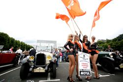 Chicas G-Drive