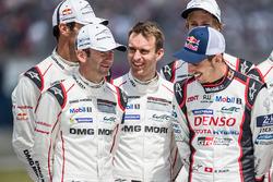 Ромен Дюма, Марк Либ, #2 Porsche Team Porsche 919 Hybrid и Тимо Бернхард, Марк Уэббер, Брендон Хартл