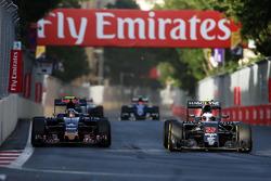 (L to R): Carlos Sainz Jr., Scuderia Toro Rosso STR11 and Jenson Button, McLaren MP4-31 battle for p
