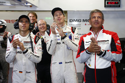 Timo Bernhard, Brendon Hartley, Porsche Team, Fritz Enzinger, Vice President LMP1, Porsche Team