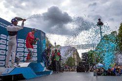 Podium : le vainqueur Lucas di Grassi, ABT Schaeffler Audi Sport, le deuxième Jean-Eric Vergne, DS Virgin Racing, et le troisième Sébastien Buemi, Renault e.Dams fêtent le podium au champagne