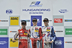 Podium rookies : le deuxième, Guanyu Zhou, Motopark Dallara F312 – Volkswagen;le vainqueur, Ralf Aron, Prema Powerteam Dallara F312 – Mercedes-Benz;le troisième, Ben Barnicoat, HitechGP Dallara F312 – Mercedes-Benz