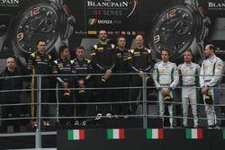Podyum: yarış galibi Rob Bell, Côme Ledogar, Shane Van Gisbergen, Garage 59, ikinci sıra Maximilian