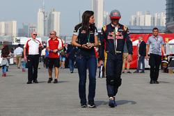 Carlos Sainz Jr., Scuderia Toro Rosso avec Tabatha Valles, Responsable Presse Scuderia Toro Rosso