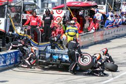 Simon Pagenaud, Team Penske Chevrolet pit action