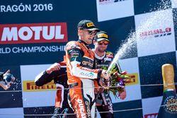 Podio: el ganador Chaz Davies, Aruba.it Racing - equipo Ducati celebra su victoria